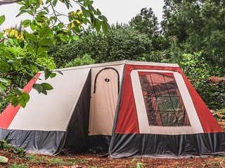 AbbyVille, comfortable camping in cosy eco garden