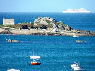 maison en pierre  vue sur mer, plage et GR 34 a 200 m pour 14 personnes maximum