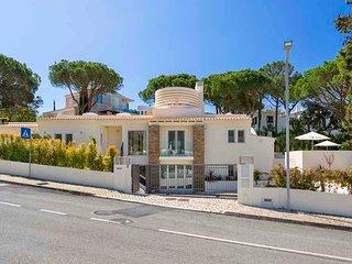 4 bedroom Villa in Vale do Garrao, Faro, Portugal : ref 5611660