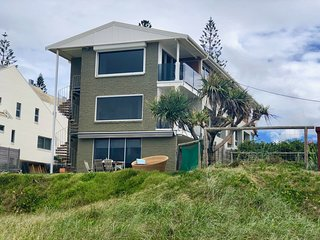 The Beach Shack, Ocean view apartment. Mermaid Beach