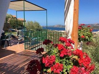 Appartamento in villa con bel giardino alberato e splendida vista mare