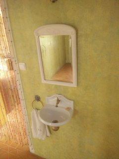 Un petit goût de Provence, le lave main de l'entrée de la villa