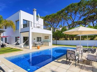 2 bedroom Villa in Quinta do Lago, Faro, Portugal : ref 5608572