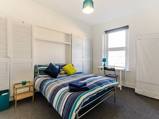 Bright Light and Spacious Double Room (2)