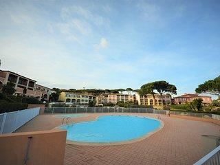 F424 Appartement dans un domaine avec piscine proche de la plage