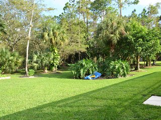 Luxury 4000 sf Home 5 Beds  no HOA 1,3 acres Dog Paradise fenced in Wellington