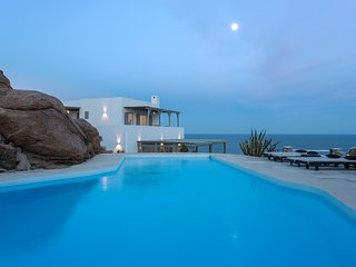Villa Carina I, luxury villa of great comfort with amazing pool and sea view