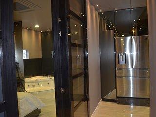 Palazzo luxury 4 bedroom lleras jacuzzi loft