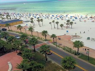 AERIAL VIEW OF CLEARWATER BEACH MINUTES AWAY FROM SUITE.VOTED #1 BEACH IN USA.