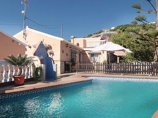 Villa con piscina, tv satelite en lugar tranquilo