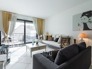 Apt on Rue d'antibes, 100 m from beach