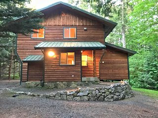 Glacier Springs Family Cabin #54 - VIEWS, BBQ, WASHER/DRYER, DISHWASHER, SLPS-6