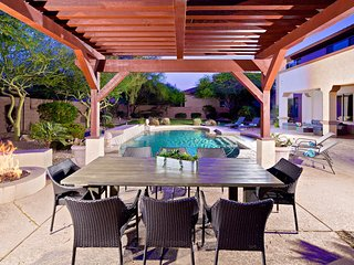 Prime Location, Relaxing Heated Pool, Fun Game Room, 2 Master Suites, Concierge