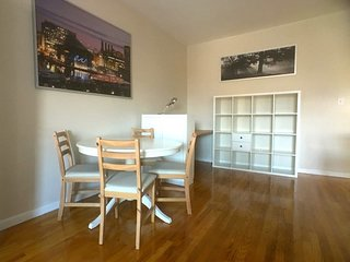 Penthouse Condominium in Mt Vernon w/ Parking-7SF