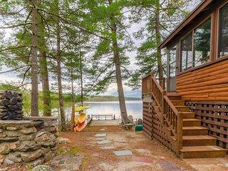 Lakefront cabin w/ dock, deck, firepit, 2 kayaks, canoe & paddleboard - 1 dog OK