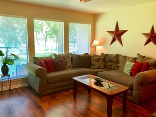 Guadalupe Getaway - 2BDR/2BTH! GREAT RIVER ACCESS! WEEKDAY SPECIALS!*