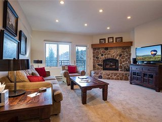 2B/2B Updated Condo, Mountainside on edge of Routt Natl - Pool/Hot tub/Sauna