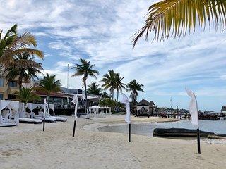 APARTAMENTO BEACH FRONT EN RENTA VACACIONAL,EN HOTEL RESORT ALL RITMO CANCUN