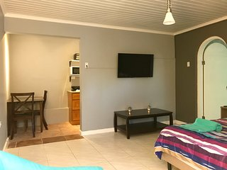 Comfortable Studio near High Rise Hotels and Aruba's beautiful white beaches.
