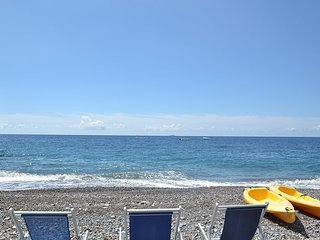Positano Holiday Home Sleeps 4 with Air Con - 5228561