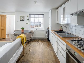 Cool 2bed sleeps5 w/garden, 5mins to London Fields