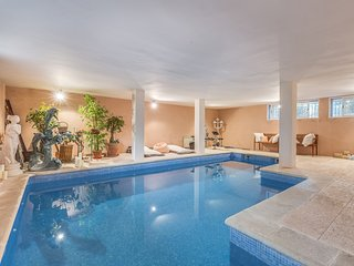 Bonita villa frente playa Alcudia, piscina interio