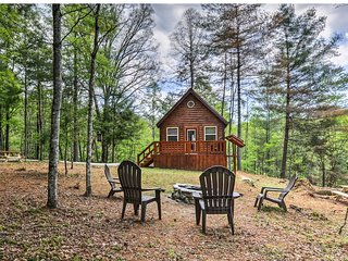 NEW! Red River Gorge Area Solar Cabin w/Fire Pit!