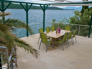 Villa Neum, right on the private beach, near Dubrovnik, **Super-Lastminute**