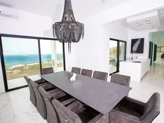 The newest and finest contemporary 4 bedroom villa in Sint Maarten