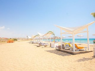 On the Beach 2Bed Apartment, ALL AMENITIES ON SITE, Caesars Beach North Cyprus