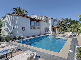 Rural Villa with large pool and quiet gardens