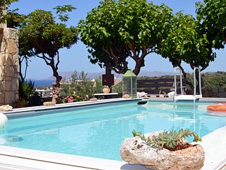 Chania villa walk distance to beach,seaview,3 bedrooms,wifi.bbq,private pool