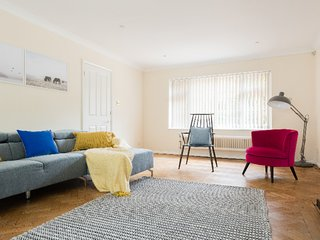 The Homerton Cottage - Spacious & Charming 5BDR Home