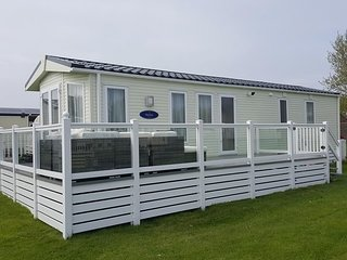 Selsey Sussex 5 star Holiday Platinum 8 Berth Caravan with Glass Veranda