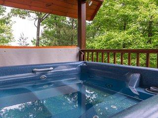 Isolated cabin w/ private hot tub, balcony, breathtaking smokey mountain views!