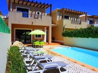 DomusIberica Casa 17. In Burgau, Air-conditioned, private pool, walk to beach !