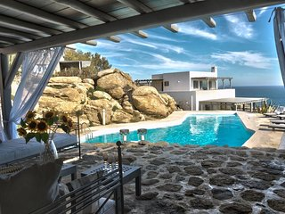 Villa Carina II, luxurious villa in Mykonos with sea view and big pool