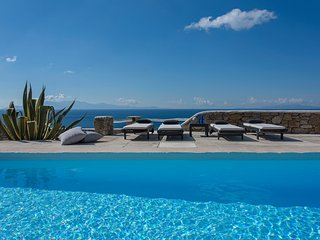 Villa Carina III, stylish and l;luxurious villa with amazing sea view