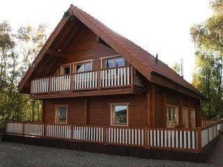 33045 - Huge luxury 2 storey cabin with lake views at Alpine Lodge in Norfolk.