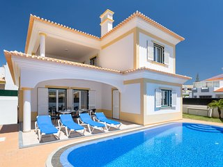 4 bedroom Villa in Galé, Faro, Portugal : ref 5625905