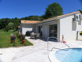 Modern house with private heated pool, AC and view close by Sarlat