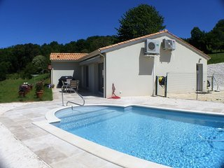 Modern house with private pool, AC, great view - PET FRIENDLY (200m² kennel)