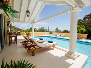 Luxury Vacation Villa 3 bdm/3 bath, Incredible Ocean views & breezes, large pool