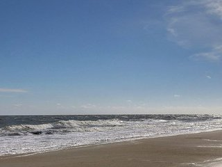 Elegant, Cozy and Fun Beachside of Butler Steps to the Beach on Tybee!!