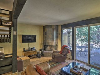 NEW! Mountain Townhome Steps from the Vail Bus!