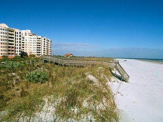Spectacular ocean front views, Luxury 1 Bdrm Condo overlooking Dunes Park