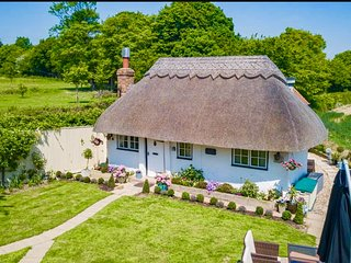 Britton's Hill Detached Thatched Cottage with Hot Tub sleeps 2-8 near Beaches