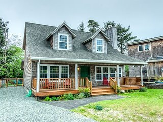 WHISPERING WHALE LODGE~is a lodge-style home full of charm and natural beauty