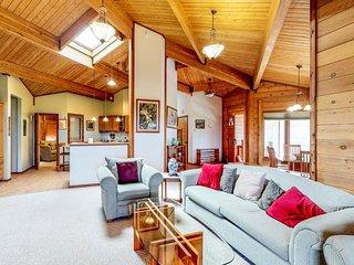 NEW LISTING! Beautiful cedar house w/covered lanai, mountain & ocean views