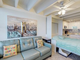 Remodeled oceanfront studio w/ resort amenities & resort pool, grills & beach!